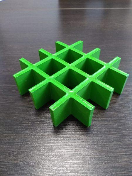 Композитный решетчатый настил с открытой ячейкой и вогнутой поверхностью